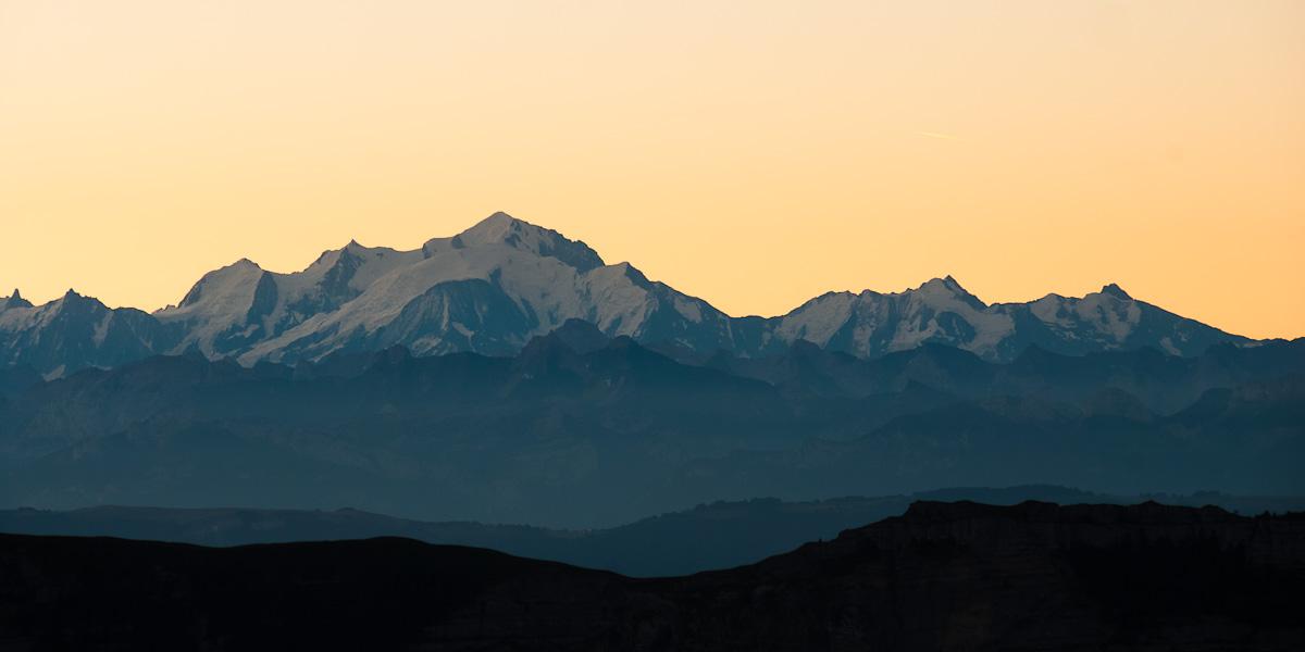 Lever de soleil sur les Alpes vues du Jura